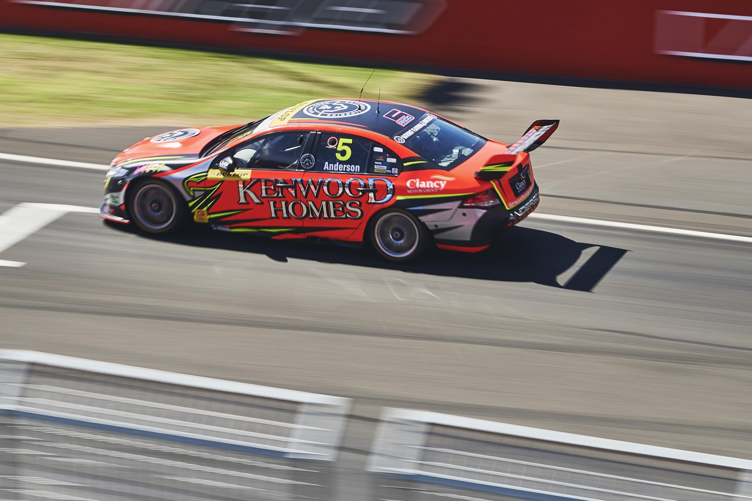 Anderson snares last-lap Bathurst win as McCorkindale takes Round 1